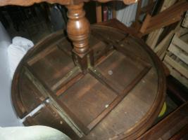 Foto 2 Antike Tische und Stühle