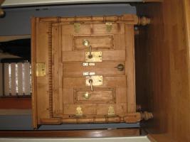 Foto 2 Antiker orginaler Eisschrank