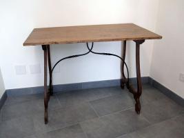 Antiker spanischer Tisch