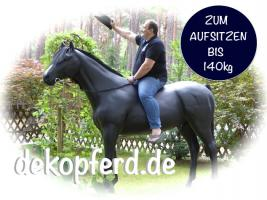 Aufsitzen auf Deko Pferd bzw Deko Kuh ….