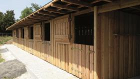 Außenboxen -Hütten massiv auch mit Heu- und Sattelkammer