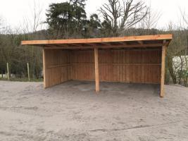 Foto 7 Außenboxen -Hütten massiv auch mit Heu- und Sattelkammer