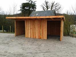 Foto 11 Außenboxen -Hütten massiv auch mit Heu- und Sattelkammer