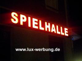 Foto 20 Außenwerbug leuchtreklame Lichtreklame Leuchtbuchstaben beleuchtete Schriftzüge 3D LED Buchstaben Werbung   Gewerbeimmobilien 3D LED RGB