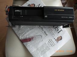 Autorradio, CD-Wechsler und Einbaulautsprecher