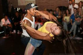 brasilianische Zouk Tanzkurse in Berlin mit Ailton Silva von artdance