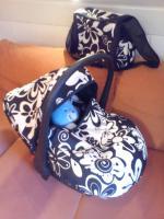Foto 2 Babyschale inkl. Wickeltasche schwarz/weiß Blumenmuster