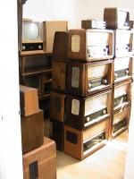 1 zimmer voll musikschränke mit röhrenradios-fernsehr-plattenspieler b