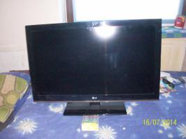 Biete Günstigen Voll Funktionsfähigen 2 jahre Flachbild Full HD TV von LG an.