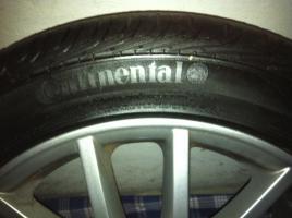 Foto 2 Biete hier meine Originalen VW Felgen mit Reifen an, wurden zwei Sommer gefahren und sind in einem sehr guten zustand, hinten sind 235/45/17 drauf und haben noch 7 mm profil und vorne sind 225/45/17 drauf und können noch einen Sommer lang gefahren werden.