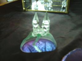 Foto 2 Bleikriatall-Vitrinen und Figuren( Bleikristallregen)