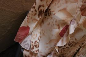 Foto 3 #Bluse mit Raubtier- und Blumenmuster Gr. 40, #beige-rosa, #NEU, #Exclusive