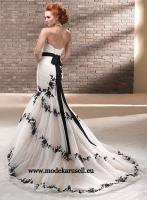 Brautkleid 2013 Weiss Schwarz Oder Nach Wunsch Von Modekarusell In B