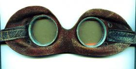 Foto 3 Brille eines Kradschützen.