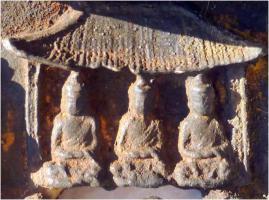Foto 13 Buddha-Altar, Hausschrein, Hausaltar, Skulptur, Asien, Indien, Widmungsinschrift