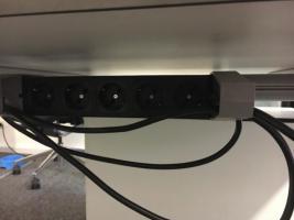 Foto 3 Bürotische mit oder ohne Rollcontainer (12xTische, 4xRollcontainer)