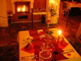 Foto 2 Candle-Light-Dinner vor dem Kamin in Augsburg