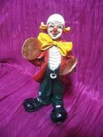 Clown mit Becken, Kunstguss von Claudio Vivian