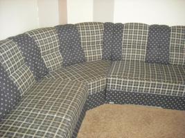 Foto 2 Couch mit Sessel und ein Hocker
