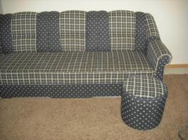 Foto 3 Couch mit Sessel und ein Hocker