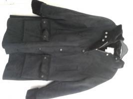Damen Winter Jacke schwarz Gr. 38 um 25€.