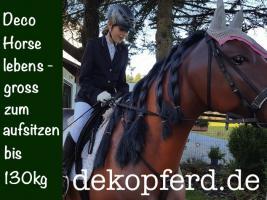 Foto 2 EINEN DEKO KROKODIL oder doch ein Deko Pferd als Schaufensterdeko ?