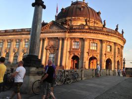 ELEGANTE FERIENWOHNUNG BERLIN ZENTRAL MUSEUMSINSEL BODEMUSEUM MITTE