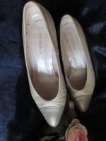 Foto 3 Edel, ausgefallen * VINTAGE * Leder * Heels * Pumps * Schuhe ''Peter Kaiser'' Gr. 4 ½ * 37 ½ * 37, 5 - 38, cremé- nude * gold *