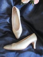 Foto 4 Edel, ausgefallen * VINTAGE * Leder * Heels * Pumps * Schuhe ''Peter Kaiser'' Gr. 4 ½ * 37 ½ * 37, 5 - 38, cremé- nude * gold *