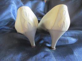 Foto 5 Edel, ausgefallen * VINTAGE * Leder * Heels * Pumps * Schuhe ''Peter Kaiser'' Gr. 4 ½ * 37 ½ * 37, 5 - 38, cremé- nude * gold *