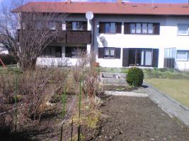 Foto 2 Eigentumswohnung in 2-Familienhaus, Garten, Garagen