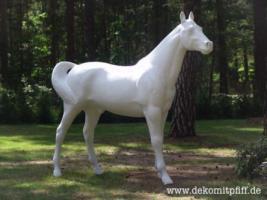 Ein Deko Pferd vor Ihrer Fenster im Garten … www.dekopferd.de