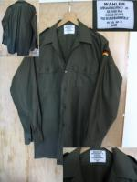 Foto 3 Ein neuwertiges , unbenutztes  Bundeswehr Oberhemd - Feldhemd oliv  langarm aus deutscher Produktion ( Wahler ) .