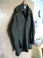 Foto 4 Ein neuwertiges , unbenutztes  Bundeswehr Oberhemd - Feldhemd oliv  langarm aus deutscher Produktion ( Wahler ) .