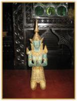 Eine echte Rarität aus Burma. Ein sitzender Buddha, handgeschnitzt aus Holz, golden. Reich verziert