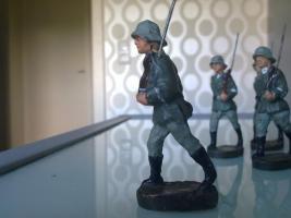 Foto 4 Elastolin Wehrmachtssoldaten!!!Achtung Dachbodenfund!!!