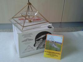 Energiepyramide Modell A Kyborg Institut--- TOP ZUSTAND--WIE NEU