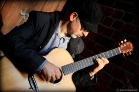 Erteile Gitarrenunterricht