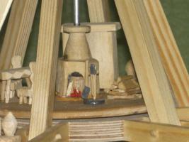 Foto 3 Erzgebirgige Weihnachtspyramiede