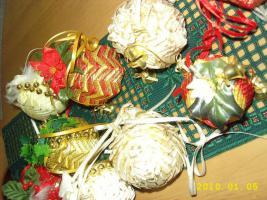 Foto 8 Exklusive Weihnachtsbaumkugeln + Spitze, jede Kugel handgearbeitet