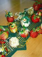 Exklusive Weihnachtsbaumkugeln + Spitze, jede Kugel handgearbeitet