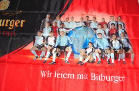 Fahne 80x120 cm Bitburger mit Fußball-Nationalmannschaft 2006  NEU