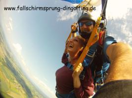 Foto 2 Fallschirmspringen Gutschein Geschenk Bayern Dingolfing Landshut