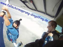 Foto 3 Fallschirmspringen Gutschein Geschenk Bayern Dingolfing Landshut