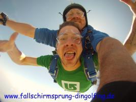 Foto 4 Fallschirmspringen Gutschein Geschenk Bayern Dingolfing Landshut