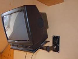 Farb-Fernseher & Universalfernbedienung- NUR 25,00€