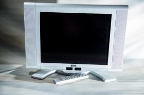 Farbfernseher mit Fernbedienung