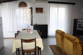 Foto 6 Ferienhaus mit 3 Ferienwohnungen in Valbandon bei Pula bis zu 12 Personen