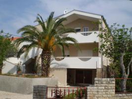 Ferienhaus für 4 Familien in Posedarje bei Zadar 4 Ferienwohnungen