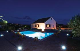 Foto 8 Ferienhaus zur Alleinnutzung mit Pool für 8,9 Personen in Rtina Stosici bei Zadar in Dalmatien